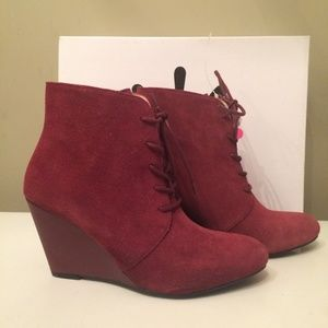 Isaac Mizrahi Live red ankle boots 7.5M